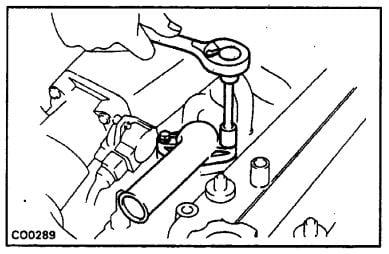 Extracción del termostato Toyota 22R